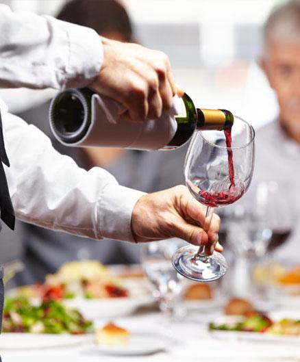conseils pour bien servir le vin au restaurant